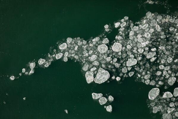 Ledové kry na úpatí Amerického vodopádu v Niagara Falls v New Yorku - Sputnik Česká republika