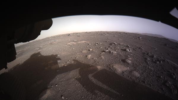 Фотографии, снятые исследовательским аппаратом NASA's Perseverance Mars Rover, который совершил посадку на Марсе в ночь на 19 февраля - Sputnik Česká republika