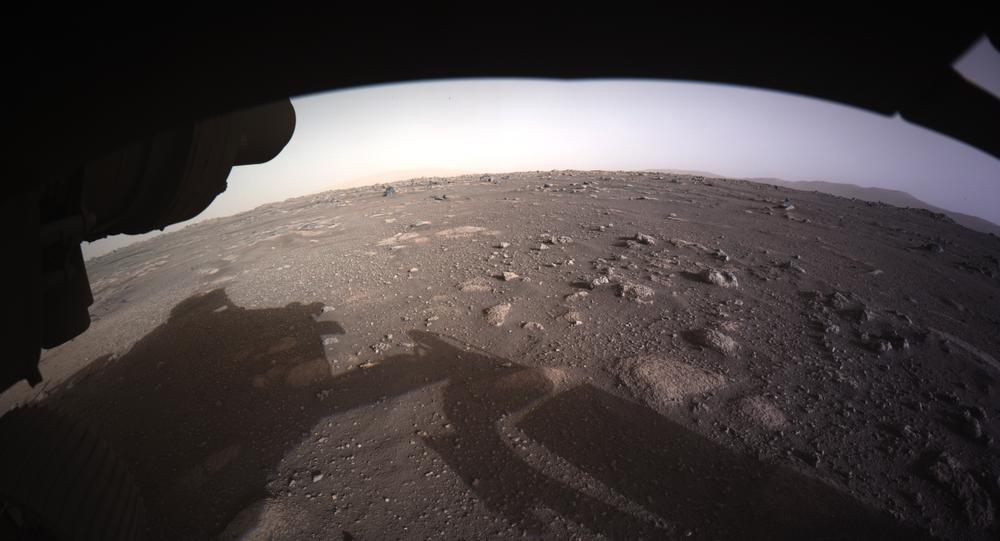 Fotografie pořízené NASA Perseverance Mars Rover, který přistál na Marsu v noci 19. února