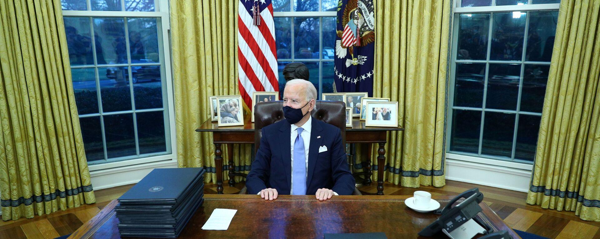 Президент США Джо Байден в Овальном кабинете в Белом доме - Sputnik Česká republika, 1920, 28.07.2021