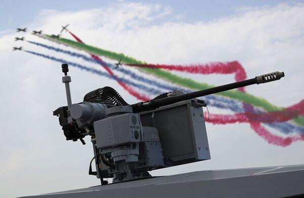 Letečtí akrobaté vzdušných sil Spojených arabských emirátů předvádějí své triky - Sputnik Česká republika