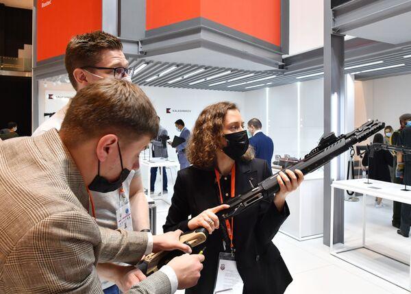 Chytrá zbraň MP-155 Ultima z dílny ruského koncernu Kalašnikov - Sputnik Česká republika