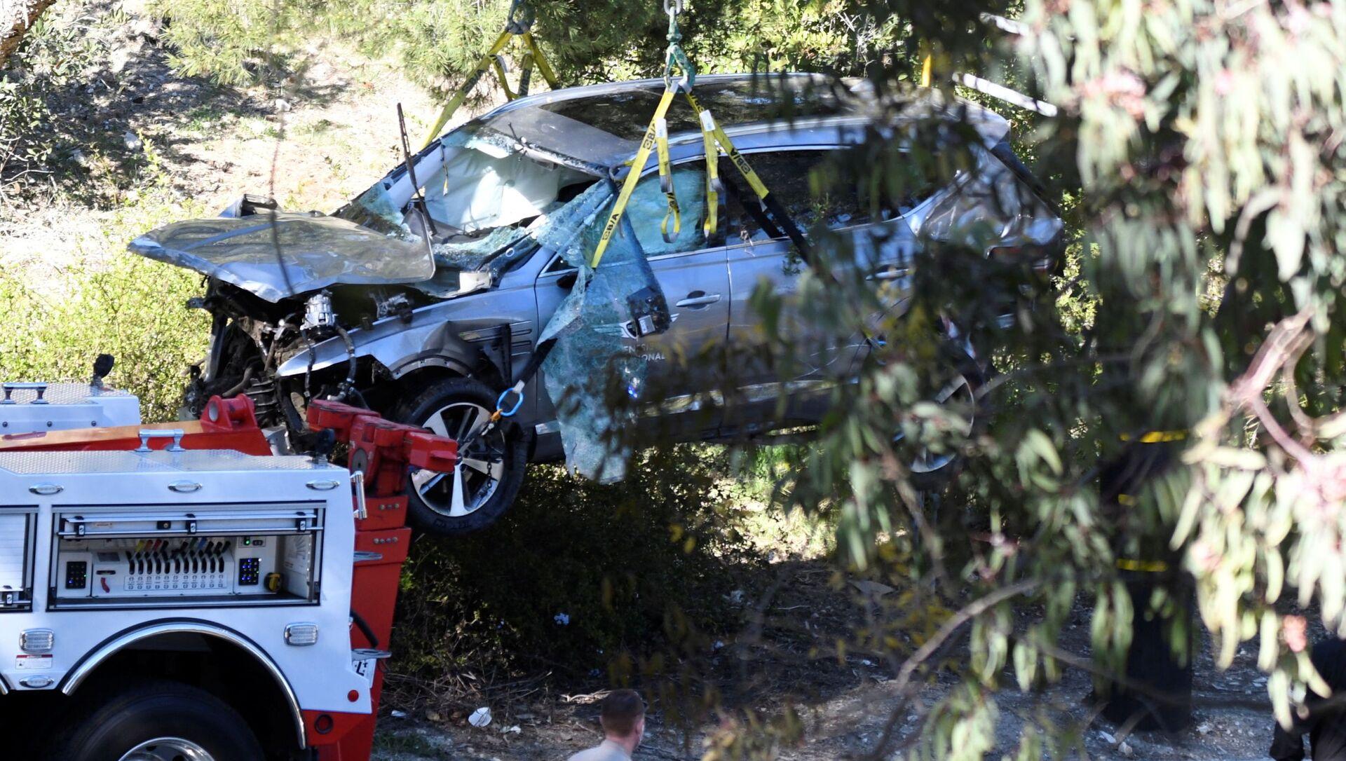Americký profesionální golfista měl vážnou dopravní nehodu. Při incidentu přitom zcela zdemoloval své auto a smnohočetným zraněním nohou skončil vnemocnici - Sputnik Česká republika, 1920, 24.02.2021