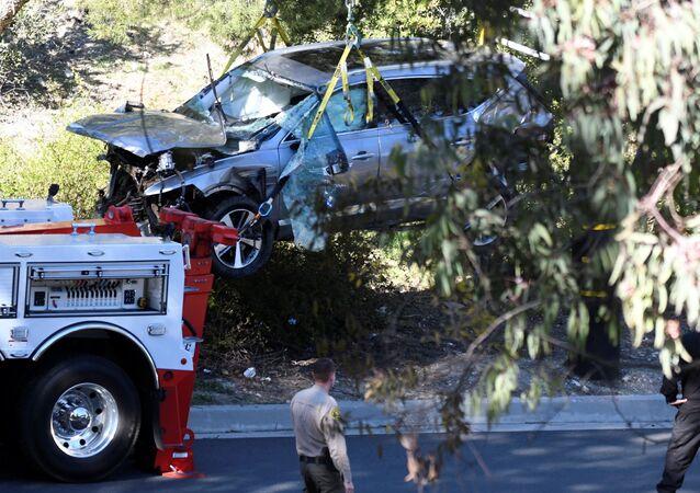 Americký profesionální golfista měl vážnou dopravní nehodu. Při incidentu přitom zcela zdemoloval své auto a smnohočetným zraněním nohou skončil vnemocnici
