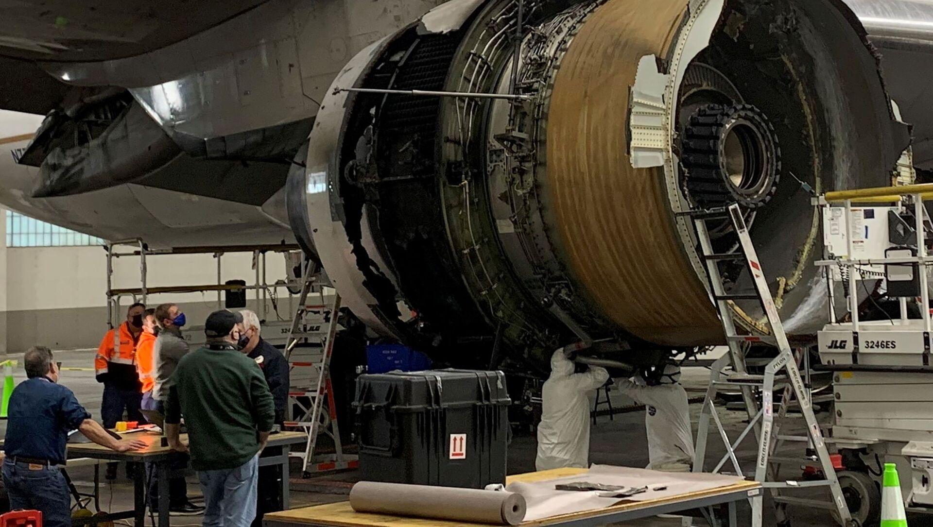 Poškozený pravý motor letadla United Airlines č. 328, Boeing 777-200 po incidentu s poruchou motoru z 20. února - Sputnik Česká republika, 1920, 24.02.2021