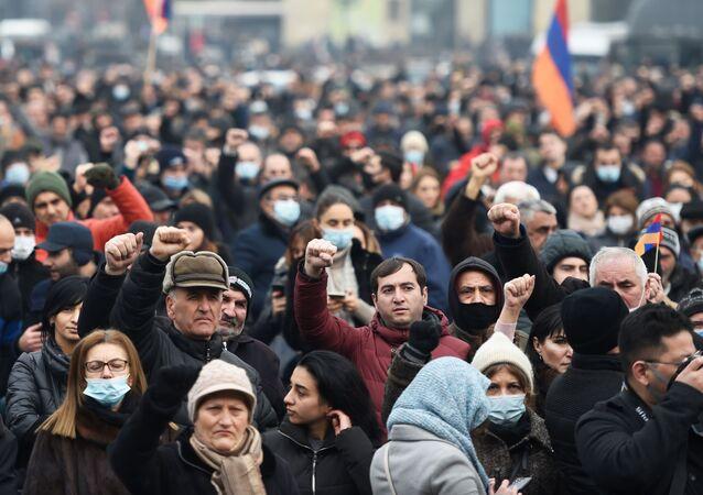 Stoupenci arménské opozice demonstrují v Jerevanu