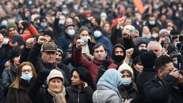 Stoupenci arménské opozice demonstrují v Jerevanu - Sputnik Česká republika