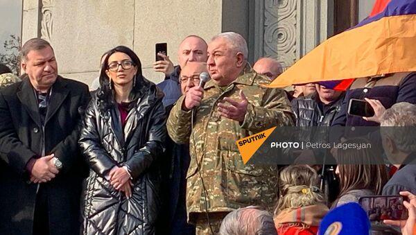 Jurij Chačaturov na shromáždění opozice na náměstí Svobody (25. 02. 2021) - Sputnik Česká republika