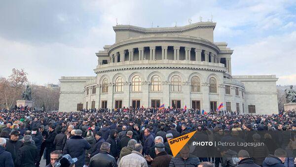Shromáždění opozice na náměstí Svobody v centru Jerevanu. Lidé chtějí demisi premiéra - Sputnik Česká republika