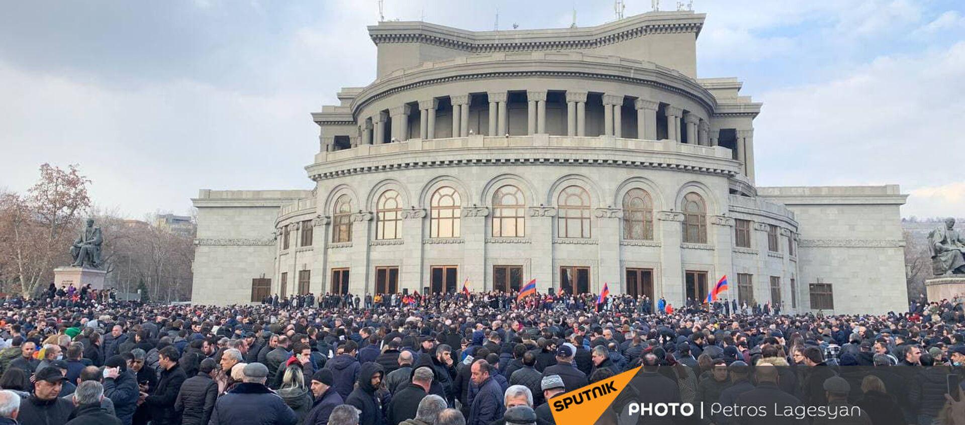 Shromáždění opozice na náměstí Svobody v centru Jerevanu. Lidé chtějí demisi premiéra - Sputnik Česká republika, 1920, 25.02.2021