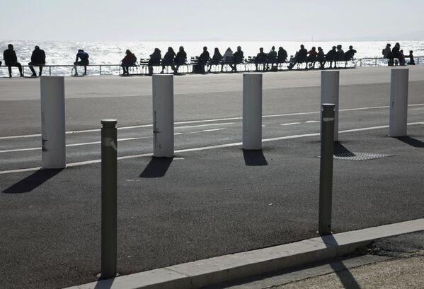 I na Anglické promenádě ve francouzském městě Nice vládlo teplé počasí. - Sputnik Česká republika