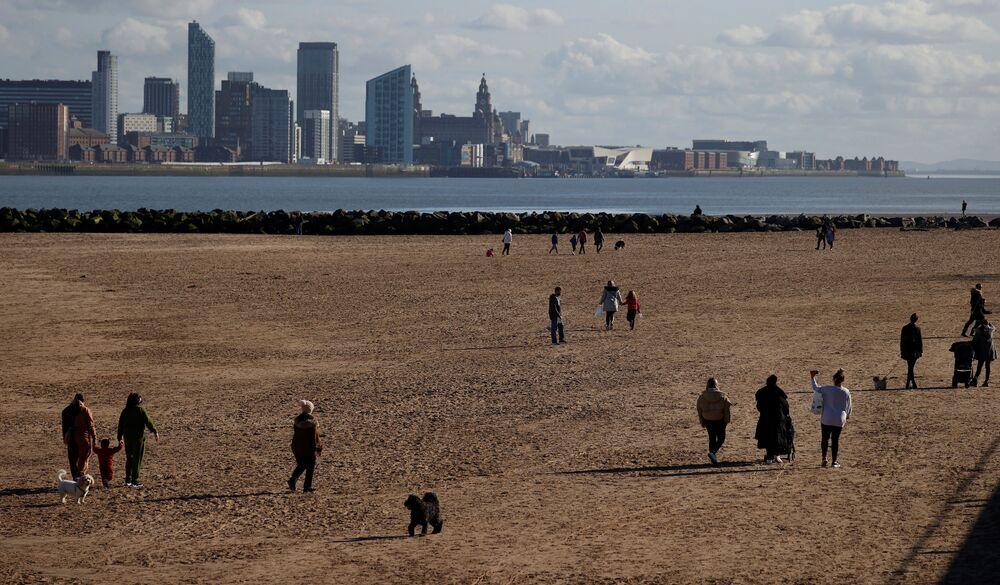 Pláže v britském městě New Brighton u Irského moře.
