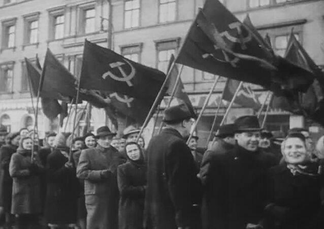 Prokomunističtí agitátoři, záběr z amerického filmového týdeníku The March of Time.