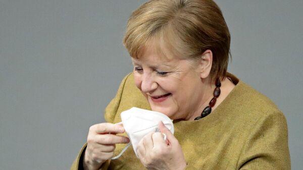 Německá kancléřka Angela Merkelová si zapomněla nasadit roušku - Sputnik Česká republika