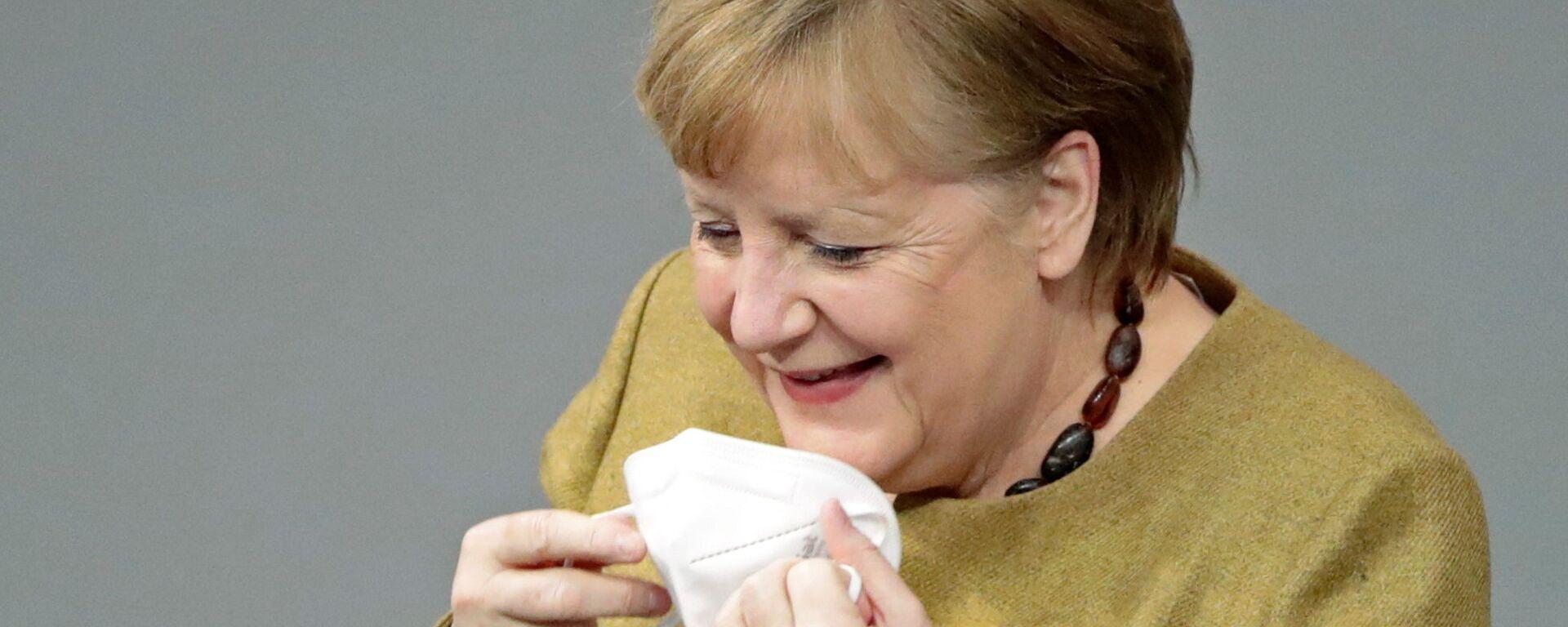 Německá kancléřka Angela Merkelová si zapomněla nasadit roušku - Sputnik Česká republika, 1920, 13.07.2021