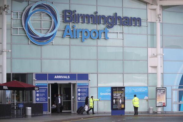 Cestující na letišti Birmingham. - Sputnik Česká republika