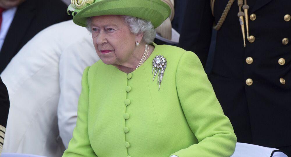 Královna Spojeného království Alžběta II