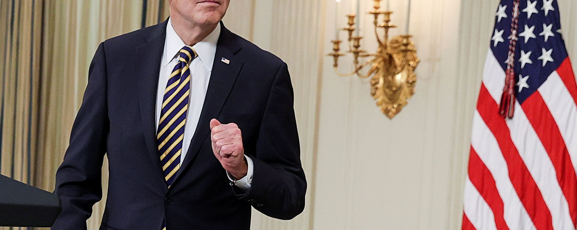 U.S. President Joe Biden listens to a question after delivering remarks and prior to signing an executive order, aimed at addressing a global semiconductor chip shortage, in the State Dining Room at the White House in Washington, U.S., February 24, 2021 - Sputnik Česká republika, 1920, 24.07.2021