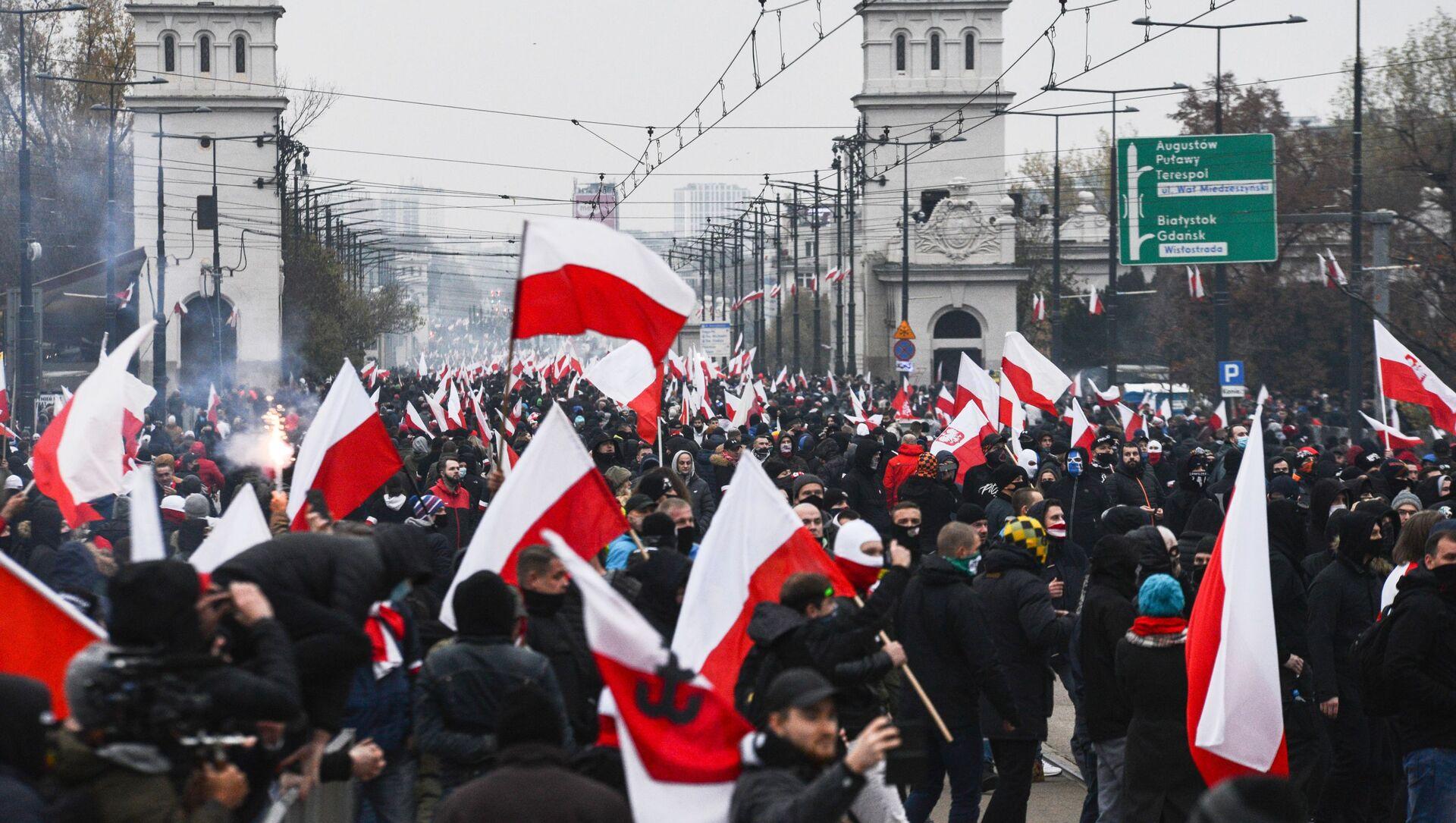 Účastníci tradičního pochodu ve Varšavě uspořádaného nacionalisty při příležitosti Dne nezávislosti Polska - Sputnik Česká republika, 1920, 27.02.2021