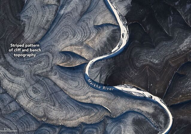 NASA je ohromena záhadnými pruhy, které na satelitních obrázcích tvoří ruskou arktickou Sibiř