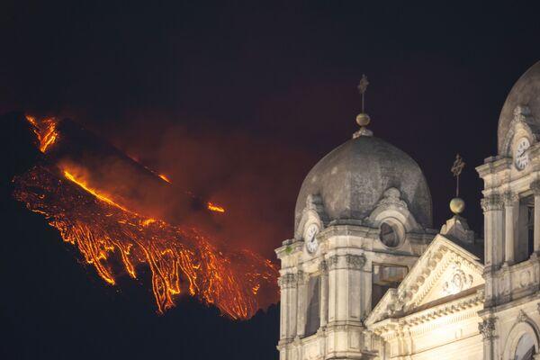 Erupce Etny na Sicílii.  - Sputnik Česká republika