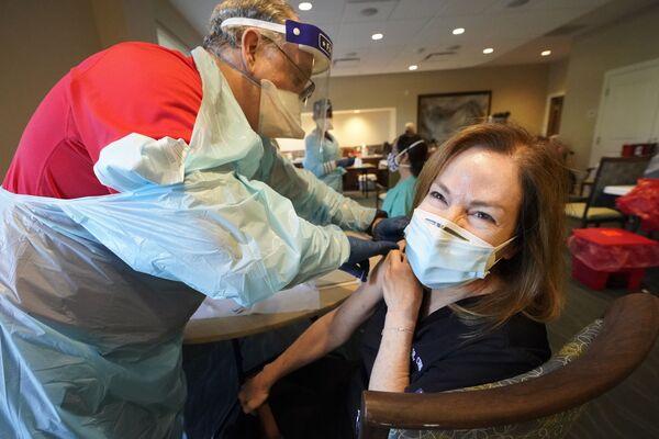 Očkování proti covidu-19 ve vesnici John Knox Village na Floridě, USA.  - Sputnik Česká republika