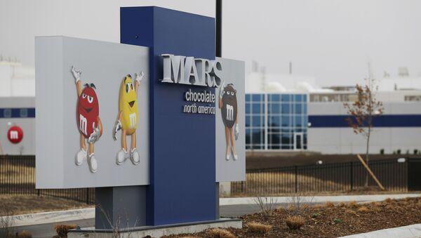 Vchod do závodu společnosti Mars Inc. v americkém Kansasu. Ilustrační foto - Sputnik Česká republika