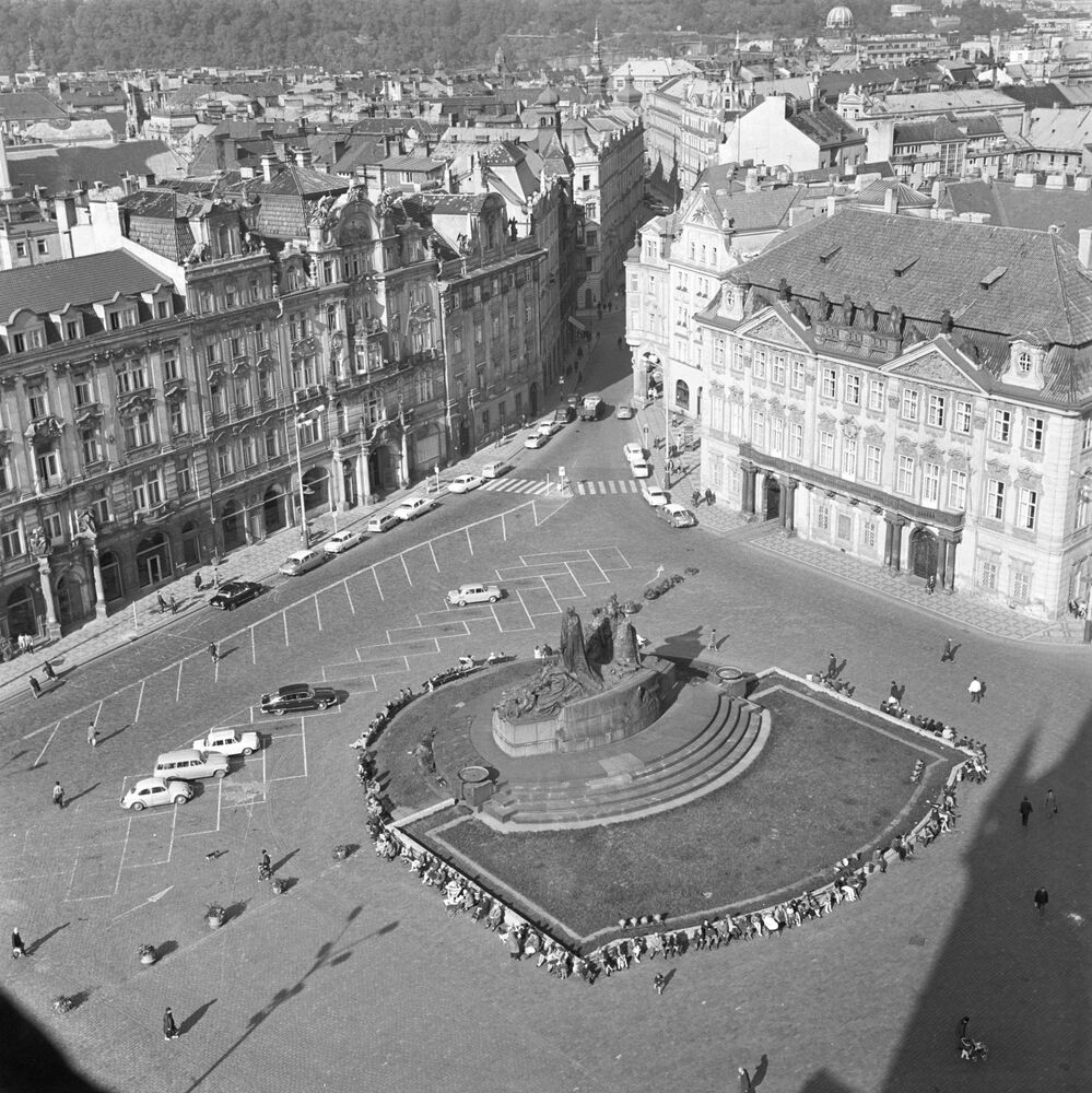 Pohled na Staroměstské náměstí v Praze, 1968