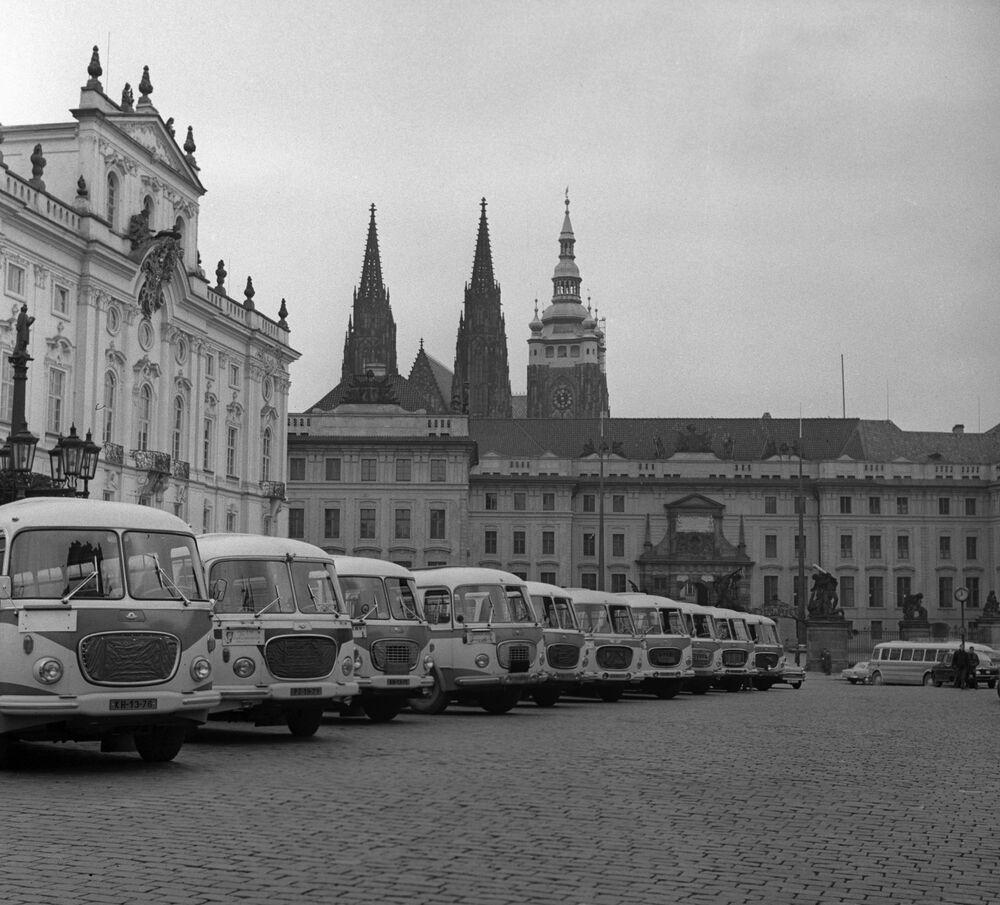 Pohled na Pražský hrad z Hradčanského náměstí, 1969