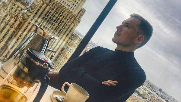 Ruský novinář Edvard Česnokov - Sputnik Česká republika