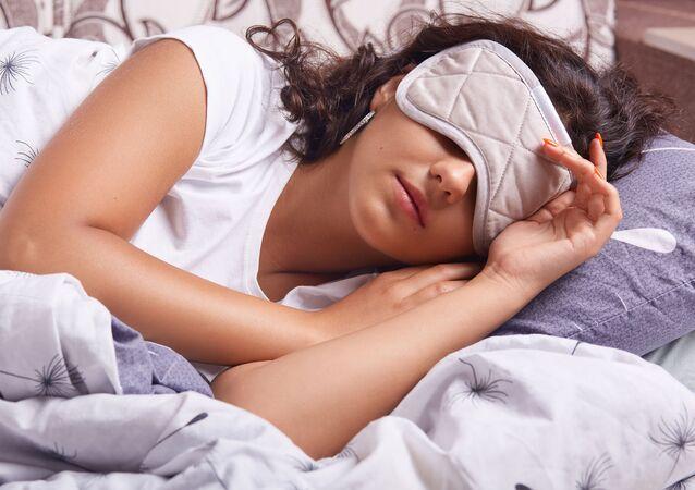 Dívka během denního spánku