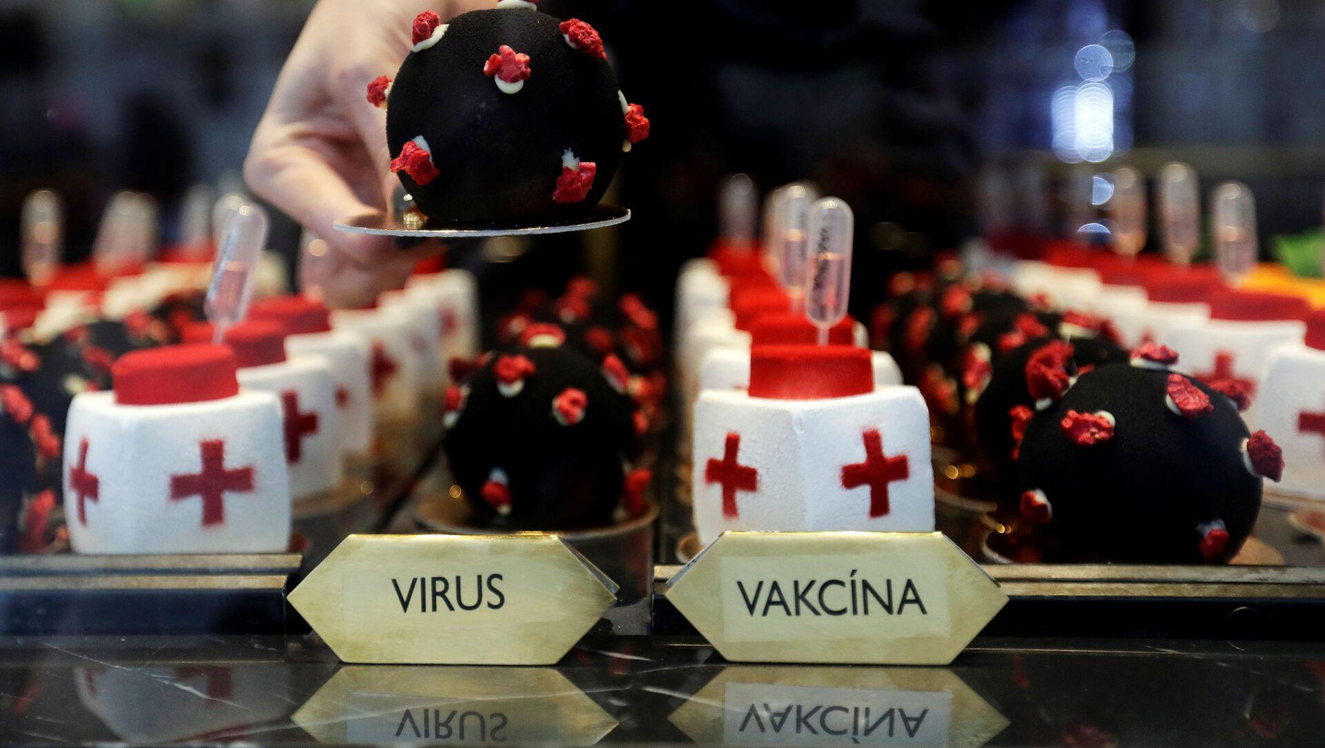 Koláčky v podobě viru SARS-CoV-2 a vakcíny v kavárně v Praze - Sputnik Česká republika, 1920, 10.03.2021