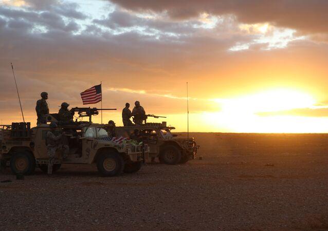 Americká armáda v oblasti vesnice Al-Tanf v Sýrii