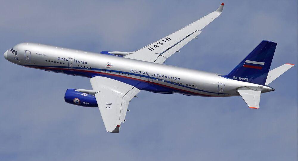 Letoun Tu-214.