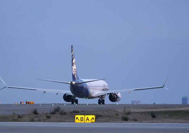 První let dopravního letadla společnosti Alaska Airlines na letadlech Boeing 737-9 Max  do San Diega z mezinárodního letiště Seattle-Tacoma v Seattlu