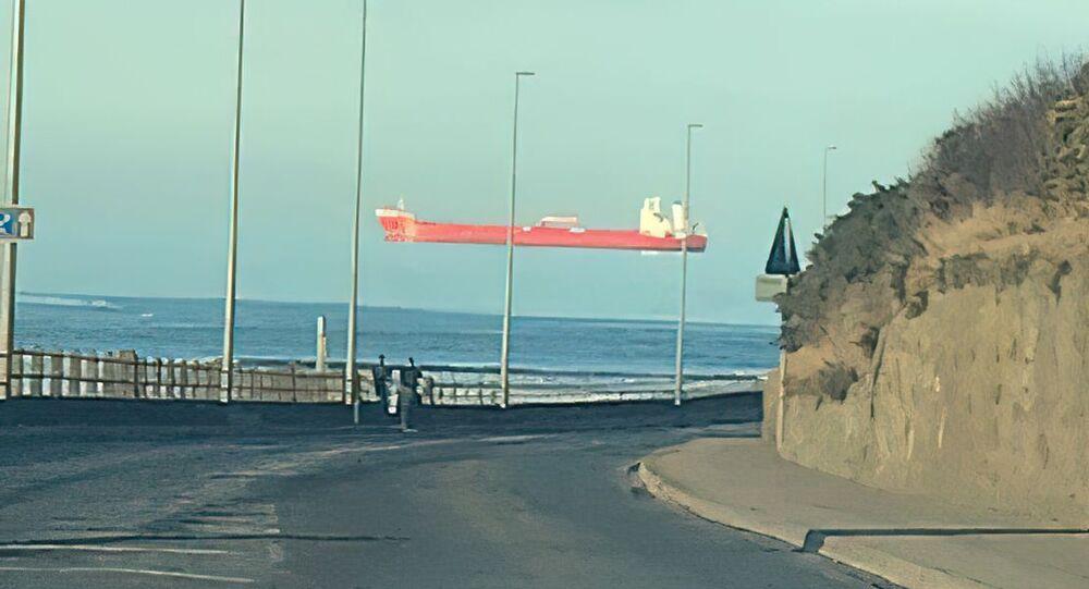 Optická iluze s lodí plující ve vzduchu