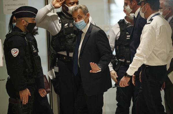 Bývalý francouzský prezident Nicolas Sarkozy přichází do soudní síně v Paříži - Sputnik Česká republika
