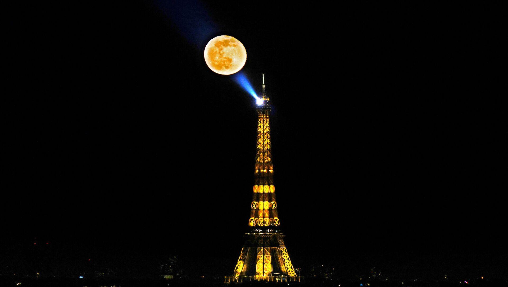 Eiffelova věž v Paříži - Sputnik Česká republika, 1920, 24.03.2021