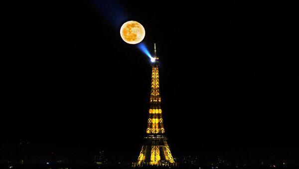 Eiffelova věž v Paříži - Sputnik Česká republika