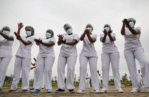 Zdravotní sestry během cvičení zumby v Nairobi v Keni - Sputnik Česká republika