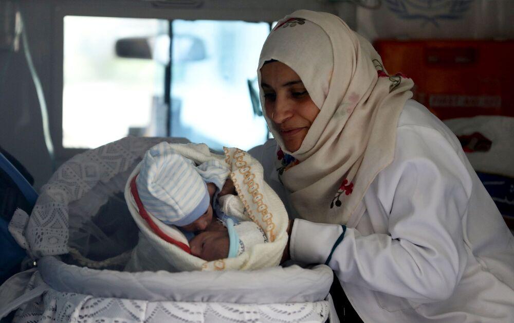 Hrdinky v bílých pláštích: Vyznání lásky lékařkám a zdravotním sestrám u příležitosti MDŽ