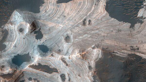 Pohled na krátery Marsu - Sputnik Česká republika