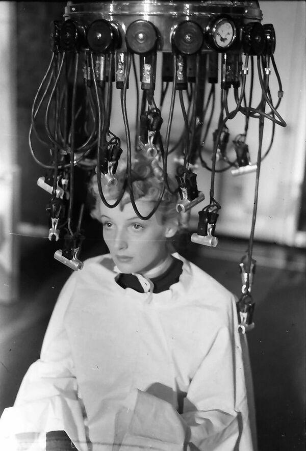 Přístroj na zvlnění vlasů v Německu - Sputnik Česká republika