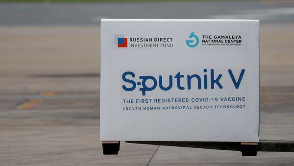 Zásilka vakcín Sputnik V přistává v argentinském Buenos Aires - Sputnik Česká republika
