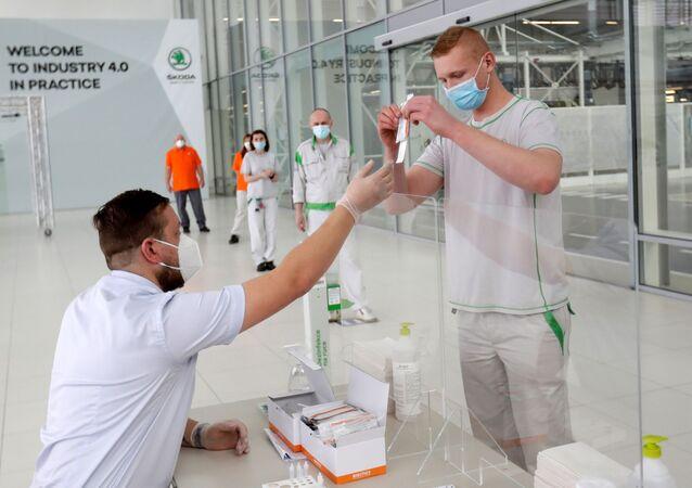 Testování na koronavir zaměstnanců závodu Škoda Auto v České republice