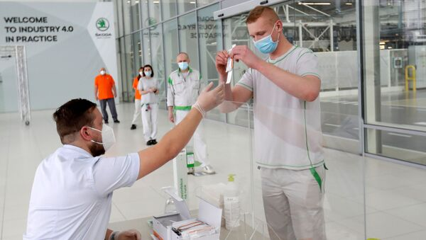 Testování na koronavir zaměstnanců závodu Škoda Auto v České republice - Sputnik Česká republika