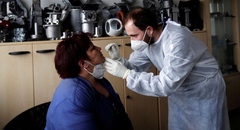 Testování na koronavirus zaměstnanců technologické společnosti Benes and Lat v Česku