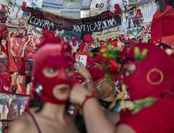 Pochod na počest Mezinárodního dne žen v Santiagu de Chile.  - Sputnik Česká republika