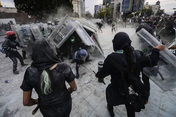Střety během protestu v Mexiku. - Sputnik Česká republika