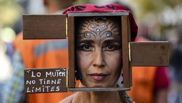 Účastnice pochodu na počest Mezinárodního dne žen v Santiagu de Chile. - Sputnik Česká republika